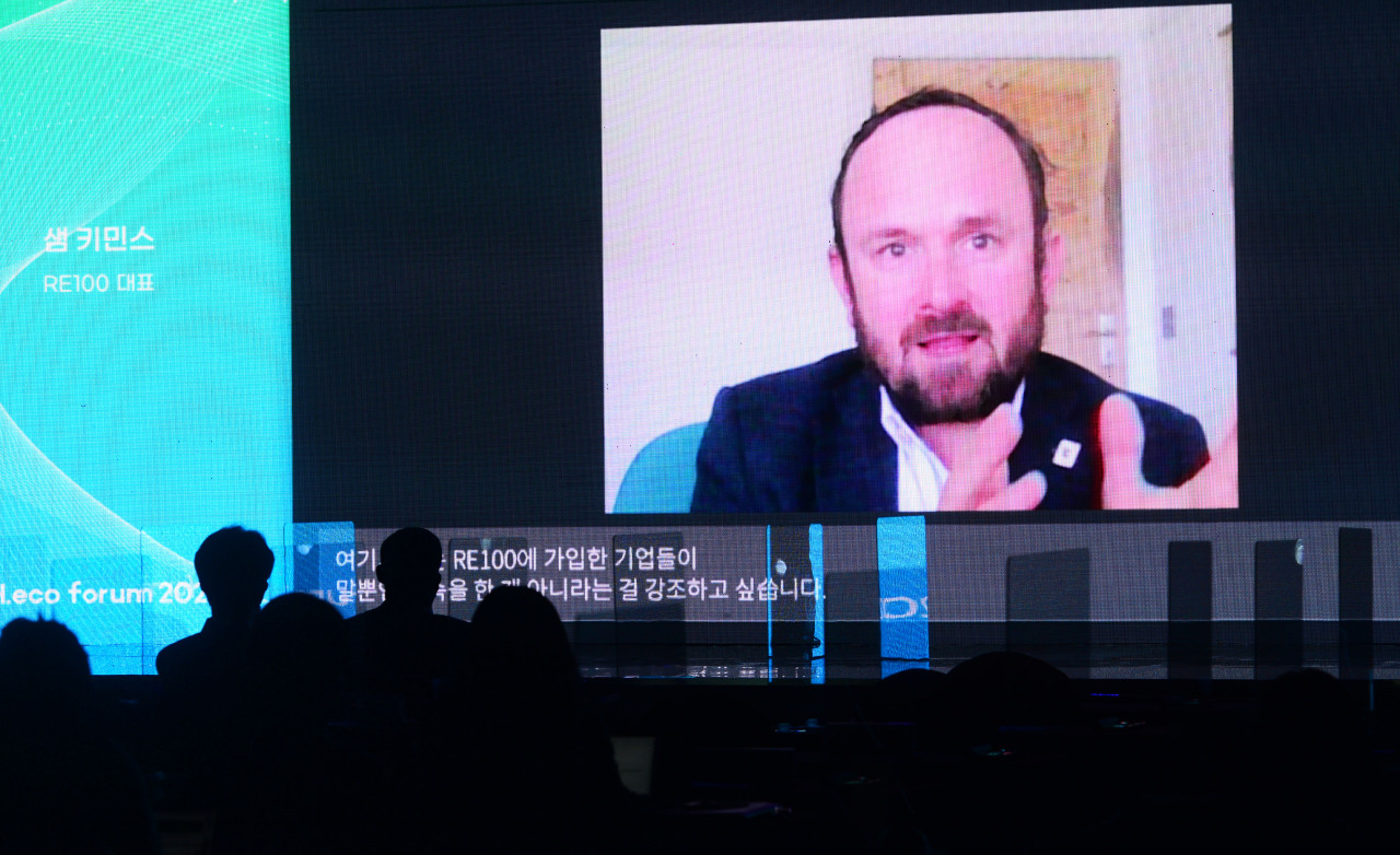 Sam Kimmins, head of the Climate Group's RE100 campaign, speaks during the second session of Herald Corp.'s first H.eco Forum held in Seoul Thursday. (Lee Sang-sub/The Herald Business)