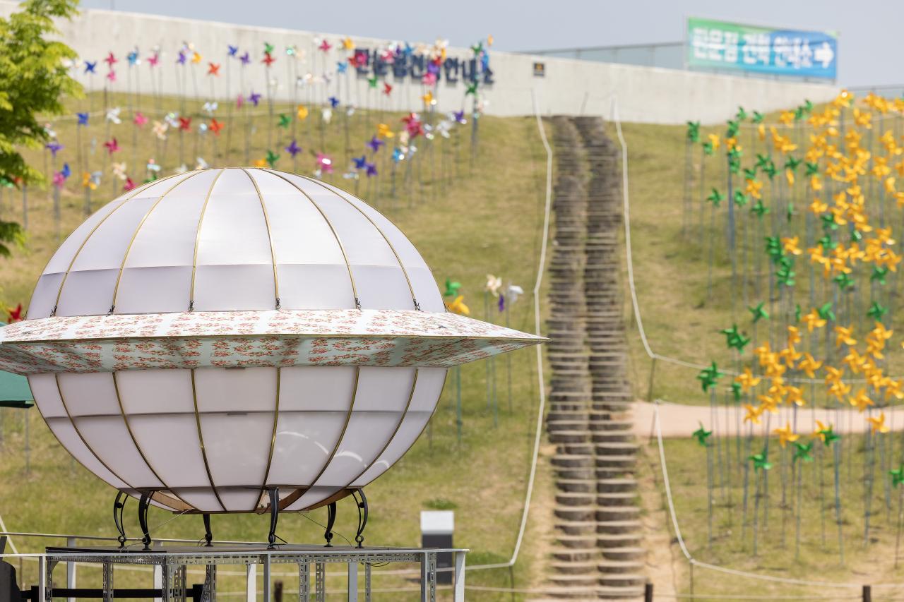 """""""UFO"""" by Seems Like Community (Gyeonggi Cultural Foundation)"""