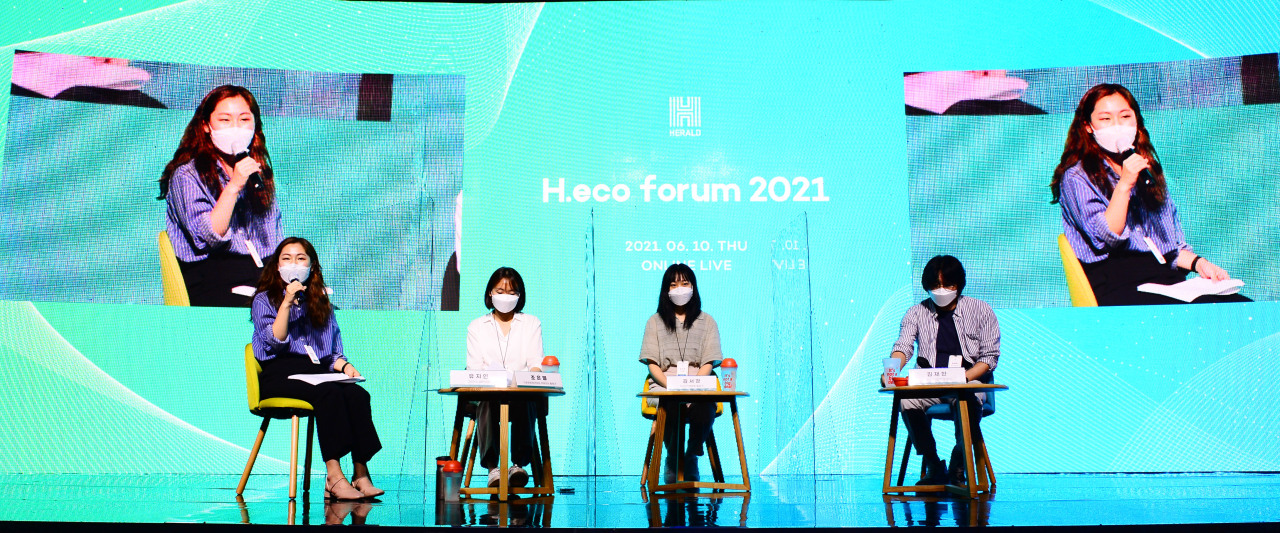 From left, climate activists Yu Jane, Jo Eun-byeol, Kim Seo-gyung and Kim Jae-han discuss the climate crisis during the H.eco Forum in Seoul on Thursday. (Park Hae-mook/The Herald Business)