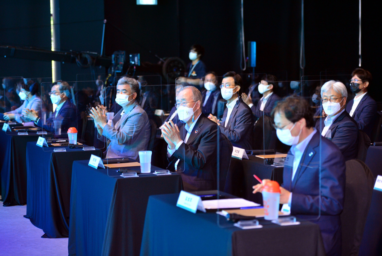 Only a limited number of distinguished guests were present at the forum in person, including Jungheung Group Vice Chairman Jung Won-ju and Kim Dong-yeon, chairman of the Joyful Rebellion Foundation and former deputy prime minister. (Park Hyun-koo/The Korea Herald)
