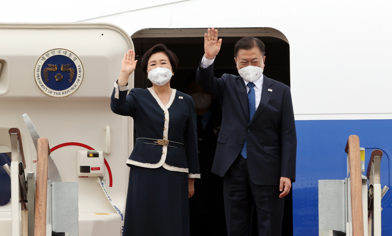 President Moon Jae-in (R) and first lady Kim Jung-sook wave to well-wishers as they depart from Seoul Air Base, south of Seoul, for a three-nation trip to Europe on Friday. (Yonhap)