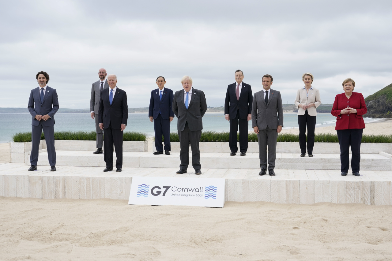 Leaders of the G7 pose for a group photo on overlooking the beach at the Carbis Bay Hotel in Carbis Bay, Cornwall, England, Friday. (Yonhap)