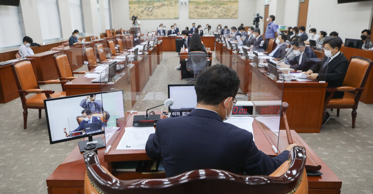 Ruling Democratic Party of Korea lawmakers within the National Assembly's Education Committee vote on the bill Thursday to establish the National Education Commission with absence of lawmakers from the main opposition People Power Party. (Yonhap)