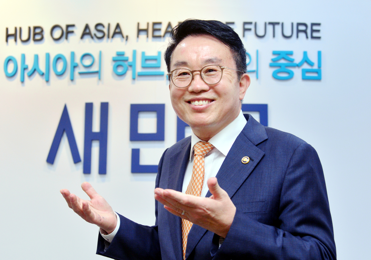 Yang Choong-mo, administrator of the Saemangeum Development and Investment Agency, speaks in an interview with The Korea Herald in Seoul on Friday. (Park Hyun-koo/The Korea Herald)
