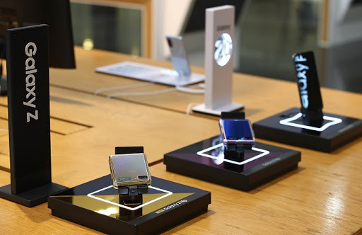 This photo, taken on July 7, 2020, shows Samsung Electronics Co.'s foldable smartphones displayed at a store in Seoul. (Yonhap)