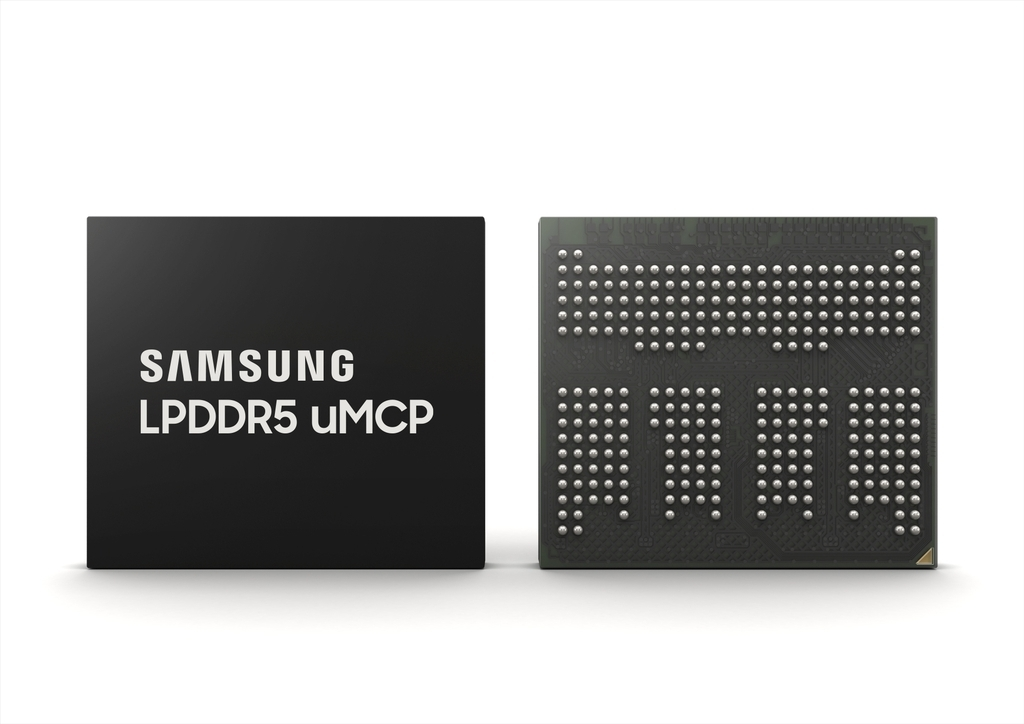 This photo provided by Samsung Electronics Co. shows the company's new LPDDR5 universal flash storage-based multi-chip package (uMCP). (Samsung Electronics Co.)