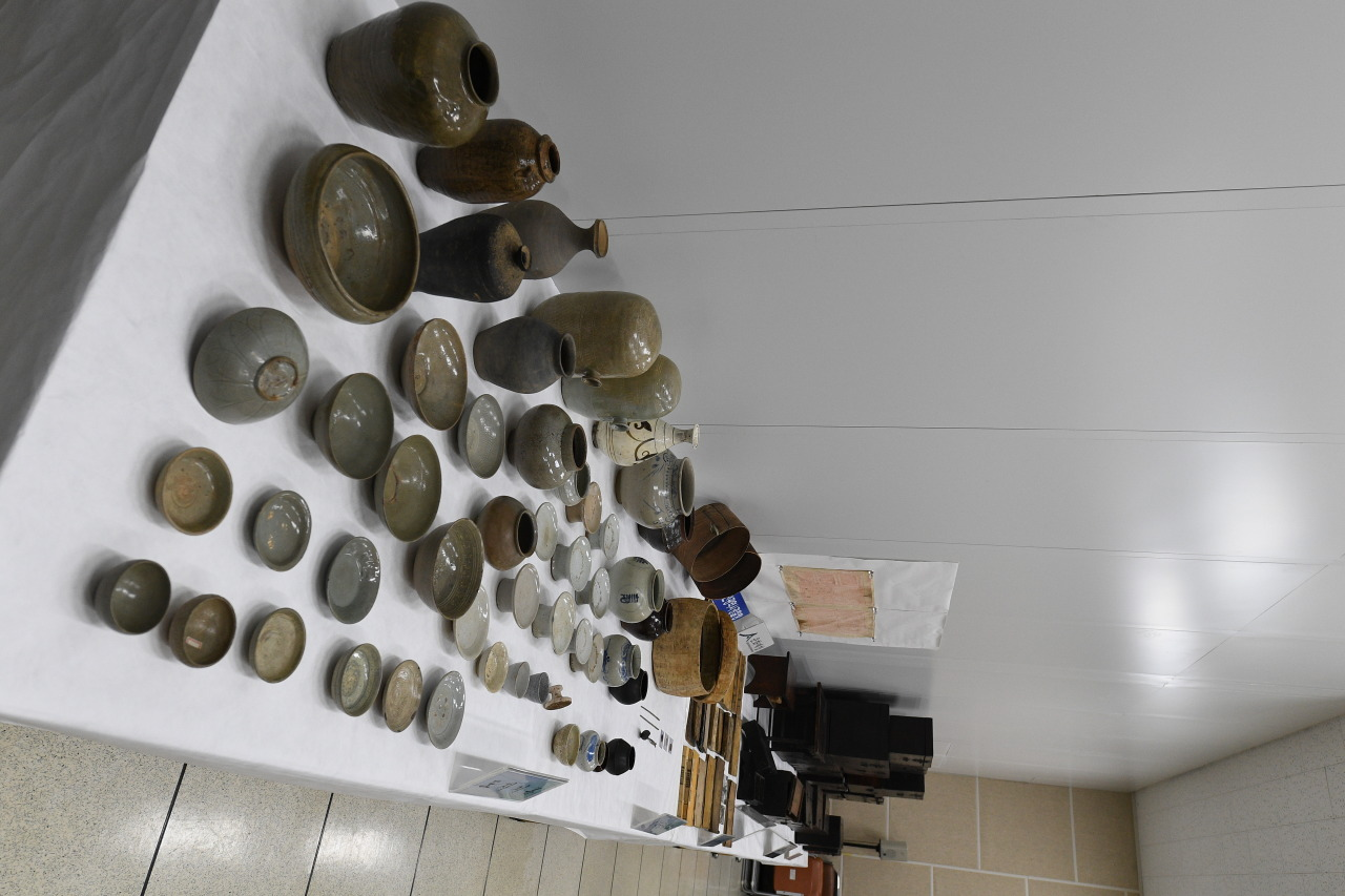 Vases from the 11th to 20th century that were prevented from being smuggled out of Korea (CHA)