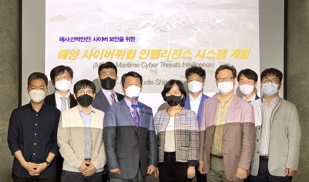 Officials from Daewoo Shipbuilding & Marine Engineering Co. (DSME) and local cybersecurity companies pose for a picture after wrapping up their workshop on cybersecurity technology development that was held at the headquarters of DSME in Seoul on Tuesday. (Daewoo Shipbuilding & Marine Engineering Co.)
