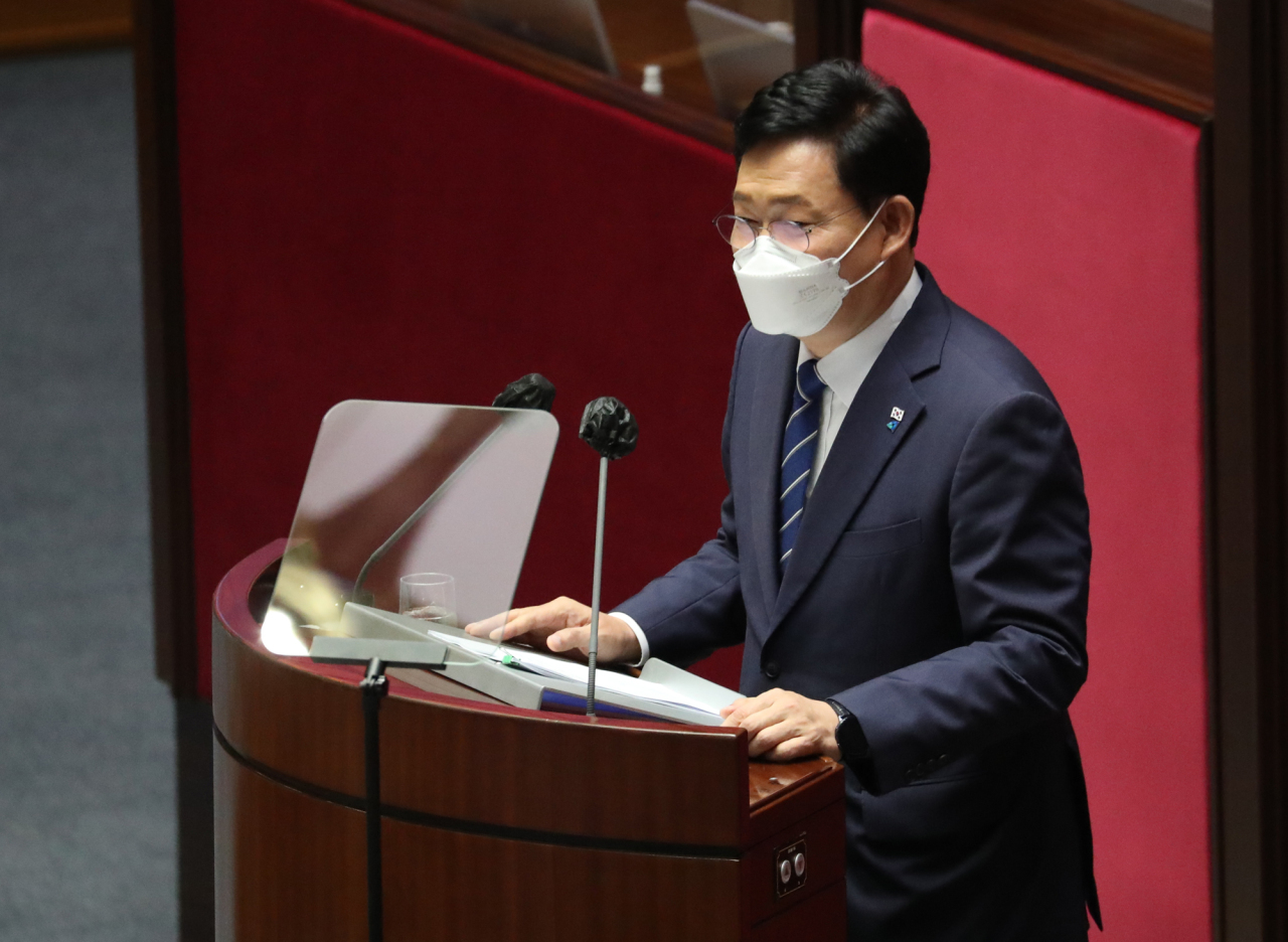 Rep. Song Young-gil, chairman of the Democratic Party, delivers a speech during a plenary session of the National Assembly in Seoul on Wednesday. (Yonhap)