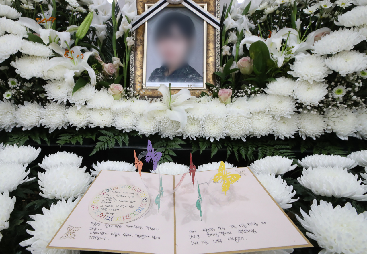 A funeral altar at the Armed Forces Capital Hospital in Seongnam, Gyeonggi Province, has been set up to commemorate an Air Force master sergeant who reported a sexual assault in March before taking her own life in May. (Yonhap)