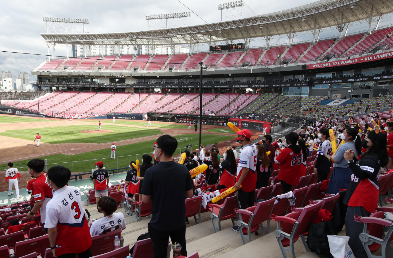 Spectators watch a baseball game between the SSG Landers and the Kia Tigers under eased social distancing rules at Gwangju-Kia Champions Field in the southwestern city of Gwangju, 329 kilometers south of Seoul, on Wednesday. The stadium increased its seating capacity to 50 percent from the previous 30 percent on Monday due to the eased rules. (Yonhap)