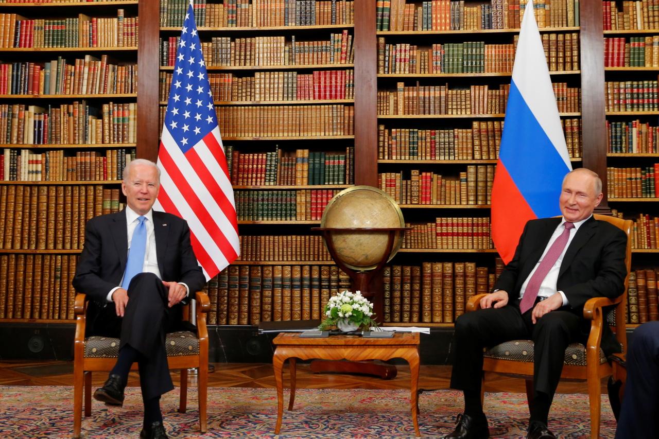 US President Joe Biden, left, and Russian President Vladimir Putin pose for media during their meeting at the 'Villa la Grange' in Geneva, Switzerland in Geneva, Switzerland, Wednesday. (AP-Yonhap)