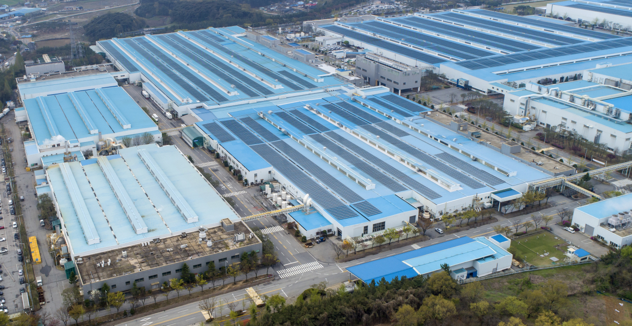 Hyundai Motor Co.'s Asan factory, 100 kilometers south of Seoul, is seen in this photo taken on April 13, 2021. (Yonhap)