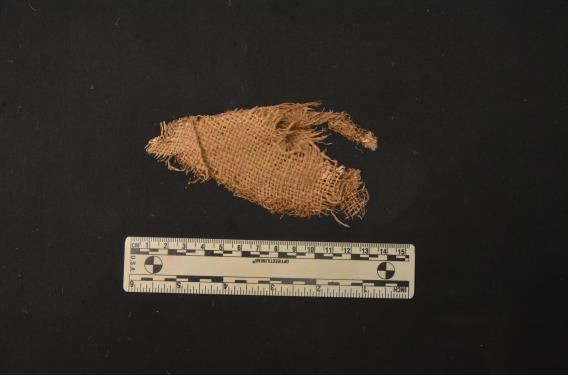 This photo, provided by the defense ministry today, shows a piece of fabric found at Mount Baekseok in Yanggu, some 175 kilometers northeast of Seoul, where the remains of the 1950-53 Korean War soldier Ssg. Ko Byung-soo were discovered. (Defense Ministry)