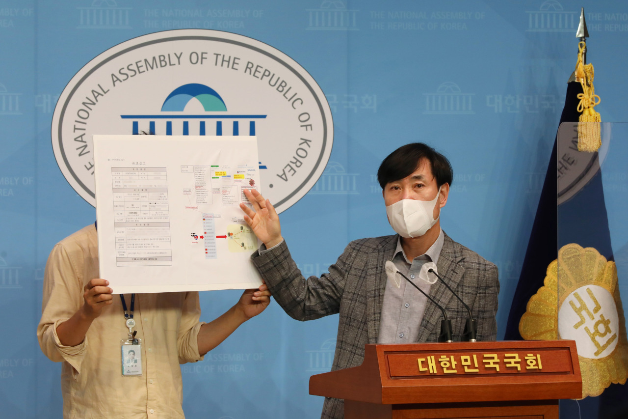 Rep. Ha Tae-keung of the People Power Party, explains North Korea's cyberattack at a press briefing held in Seoul, Friday.