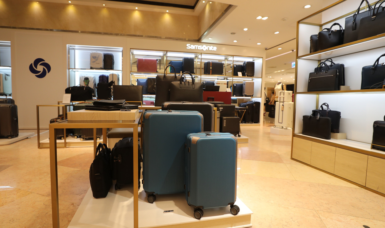This photo taken on Sunday, shows a store selling suitcases and other bags at Lotte Department Store in central Seoul as the nationwide vaccination drive raises hopes of overseas travel starting later this year. (Yonhap)