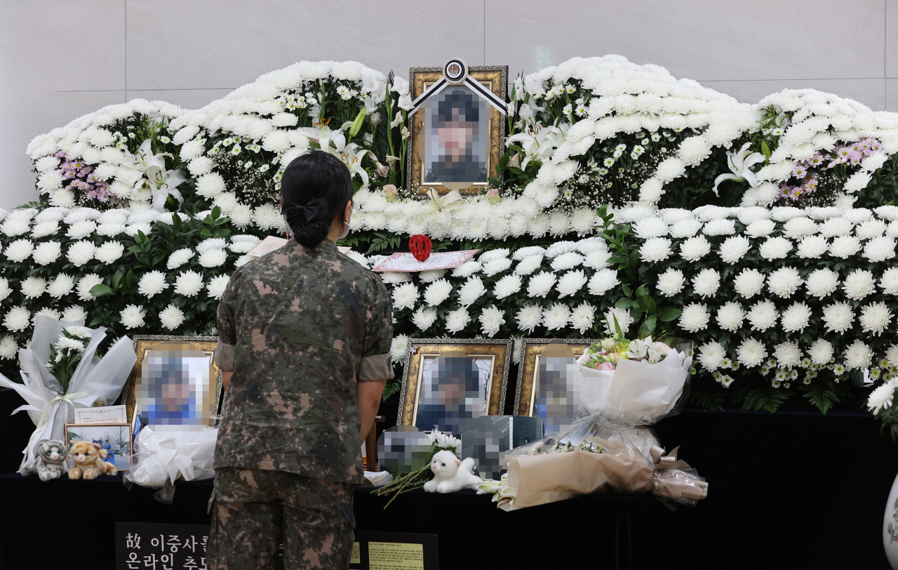 A service member mourns at a memorial altar on June 11, for a noncommissioned officer who took her own life after being sexually harassed by a colleague. (Yonhap)