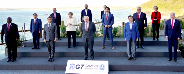 South Korean President Moon Jae-in (2nd from R, first row) poses for a picture with leaders attending the Group of Seven (G-7) summit in Carbis Bay, Cornwall, Britain, on June 12, 2021. From left to right in front are South African President Cyril Ramaphosa, French President Emmanuel Macron, British Prime Minister Boris Johnson, Moon and US President Joe Biden. From left in the second row are Japanese Prime Minister Yoshihide Suga, German Chancellor Angela Merkel, Canadian Prime Minister Justin Trudeau and Australian Prime Minister Scott Morrison. From left in the third row are United Nations Secretary-General Antonio Guterres, European Council President Charles Michel, Italian Prime Minister Mario Draghi and European Commission President Ursula von der Leyen.