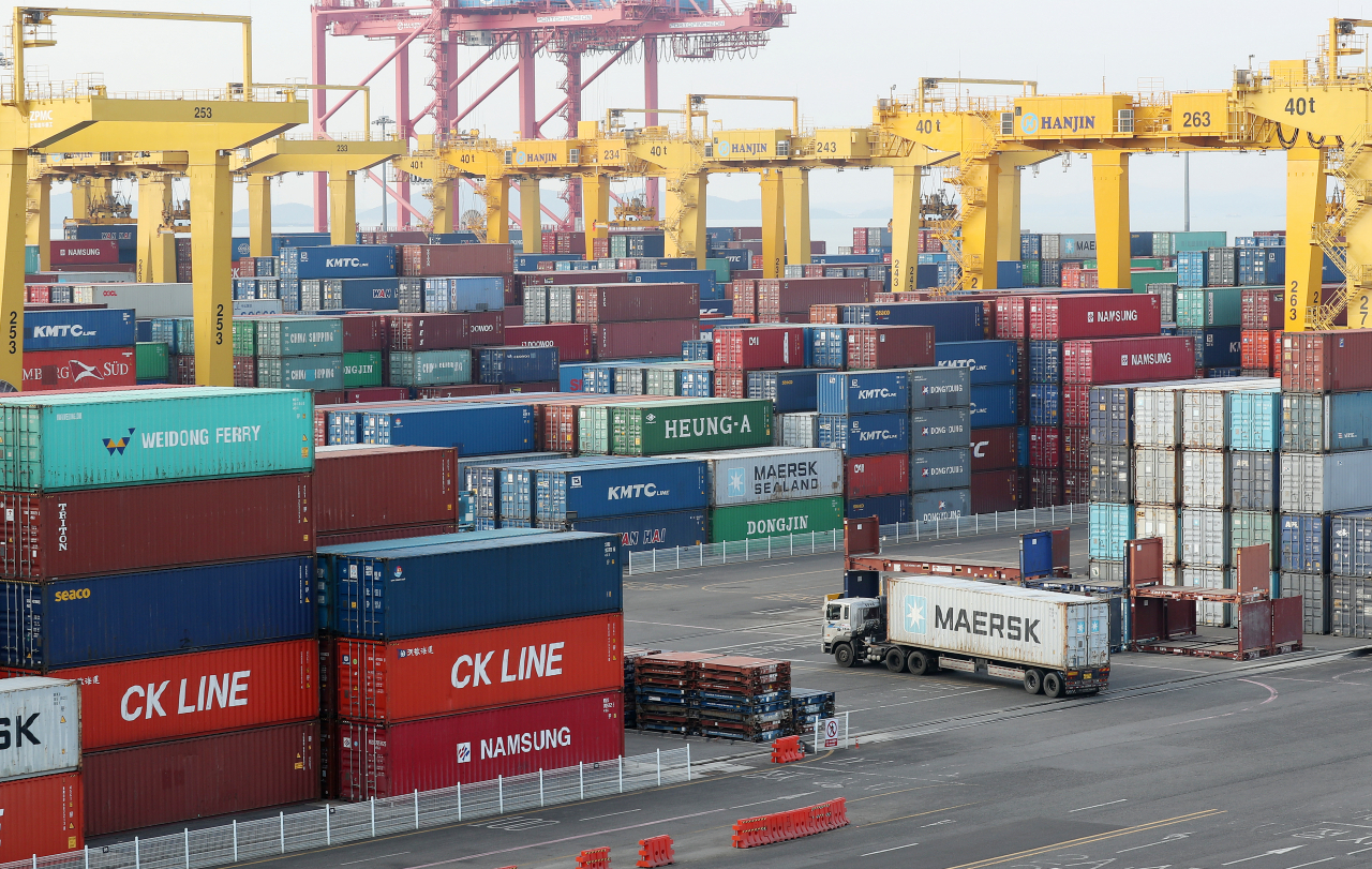 Stacks of import-export cargo containers at a port in Incheon, west of Seoul. (Yonhap)