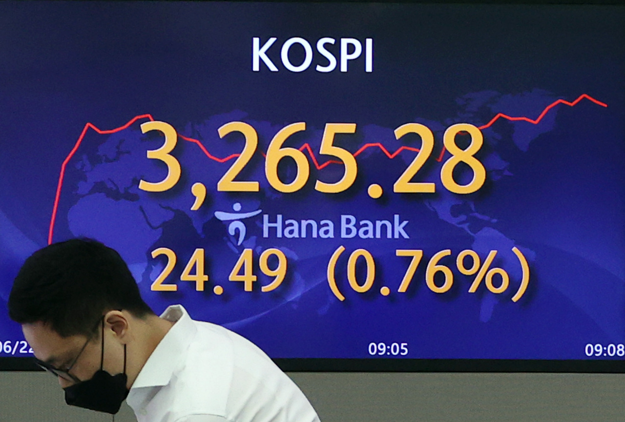 An electronic board at Hana Bank in Seoul shows the Kospi index reaching 3,265.28, up 0.76 percent, from the previous session's close, during trading on Tuesday morning. (Yonhap)