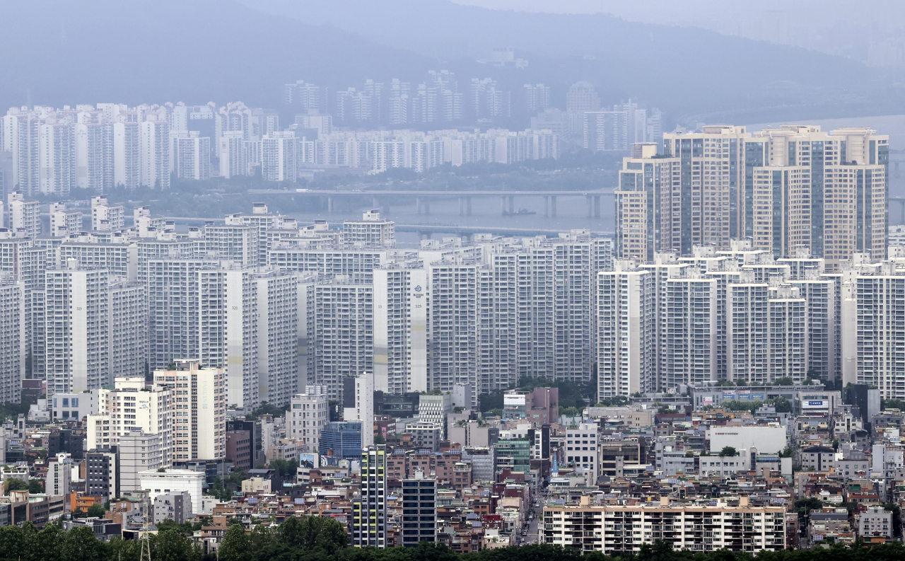 This undated file photo shows apartment complexes in Seoul. (Yonhap)