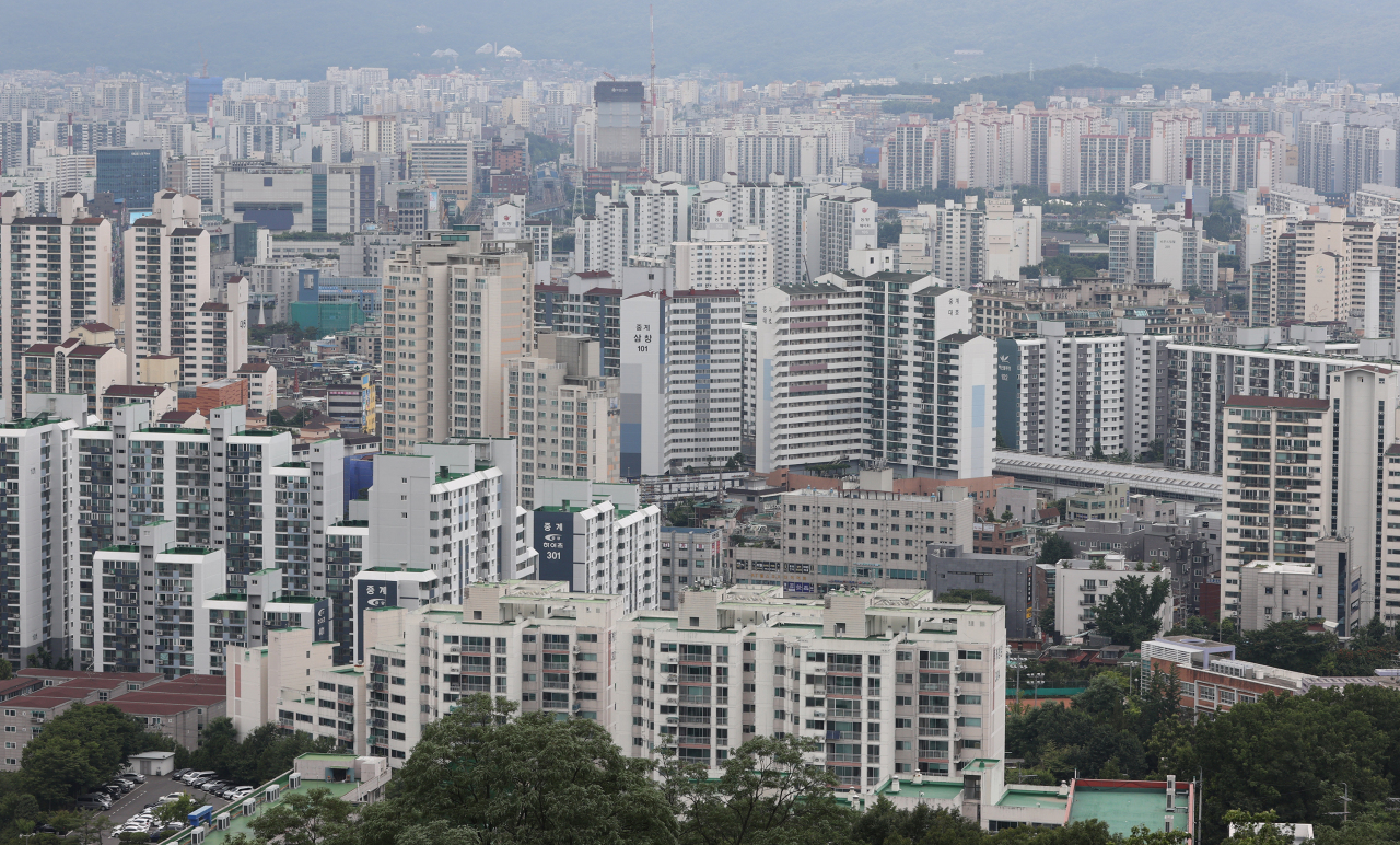 The photo taken yesterday, shows apartment buildings in Nowon Ward, northern Seoul. (Yonhap)