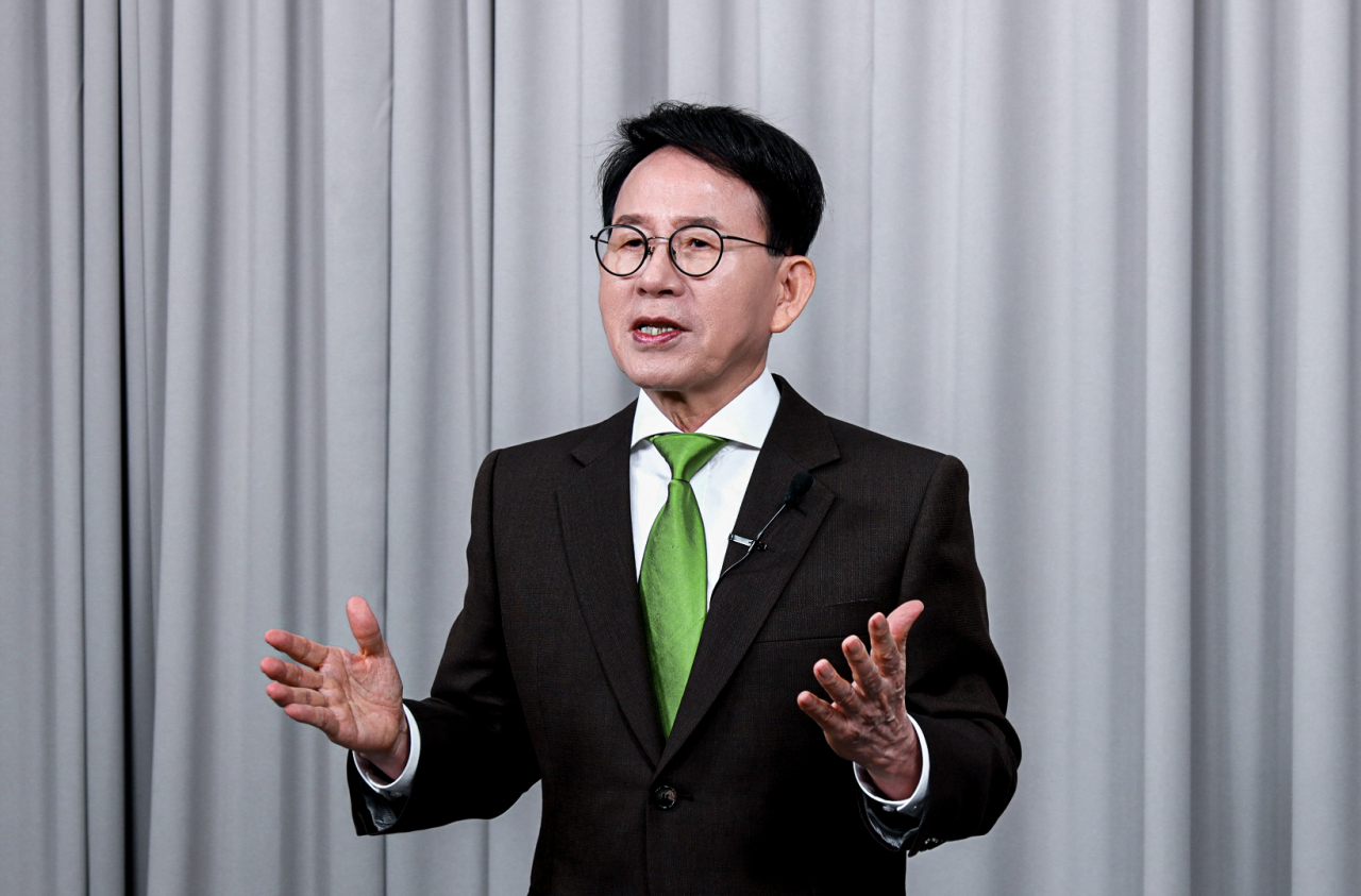 Min Byoung-chul, founder of the Sunfull Internet Peace Movement and an endowed-chair professor at Chung-Ang University, is scheduled to present his ideas regarding cyberbullying at the Asian Leadership Conference slated for July 1. (Sunfull Foundation)