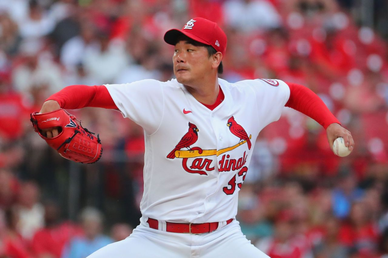 Kim Kwang-hyun of the St. Louis Cardinals pitches against the Pittsburgh Pirates in the top of the first inning of a Major League Baseball regular season game at Busch Stadium in St. Louis on Friday. (Getty Images-Yonhap)