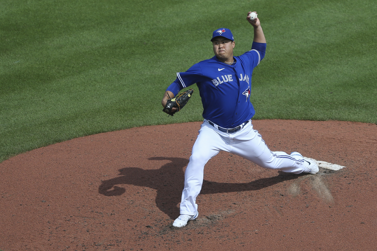 In this photo, Ryu Hyun-jin of the Toronto Blue Jays pitches against the Baltimore Orioles in the top of the fifth inning of a Major League Baseball regular season game at Sahlen Field in Buffalo, New York, on Saturday. (Yonhap)