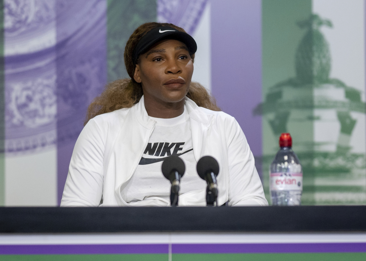 USA's Serena Williams attends a press conference, ahead of the Wimbledon Tennis Championships, in London, Sunday. (AP-Yonhap)