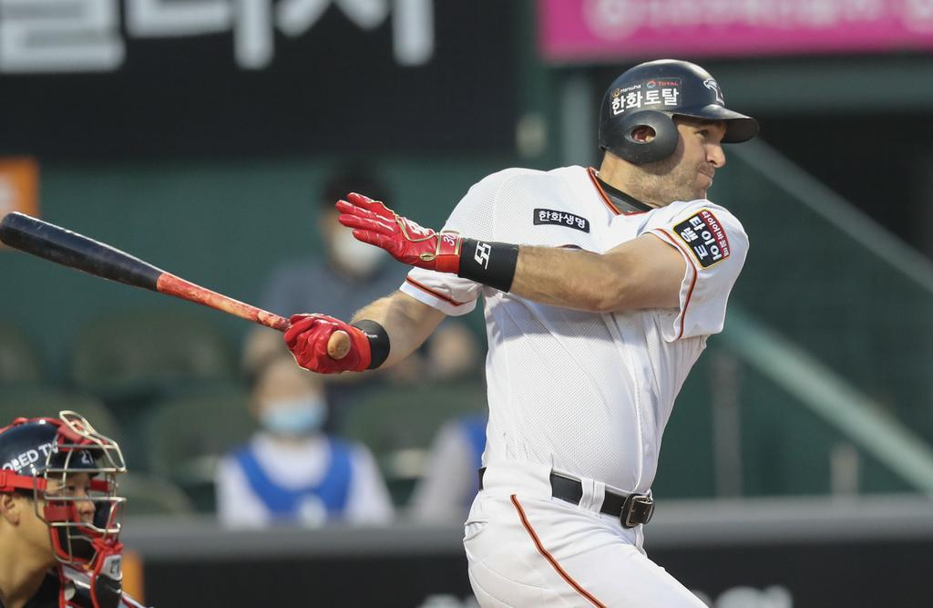 In this file photo from June 16, 2020, Jared Hoying, then of the Hanwha Eagles, picks up a hit against the LG Twins in the bottom of the fourth inning of a Korea Baseball Organization regular season game at Hanwha Life Eagles Park in Daejeon, 160 kilometers south of Seoul. (Yonhap)