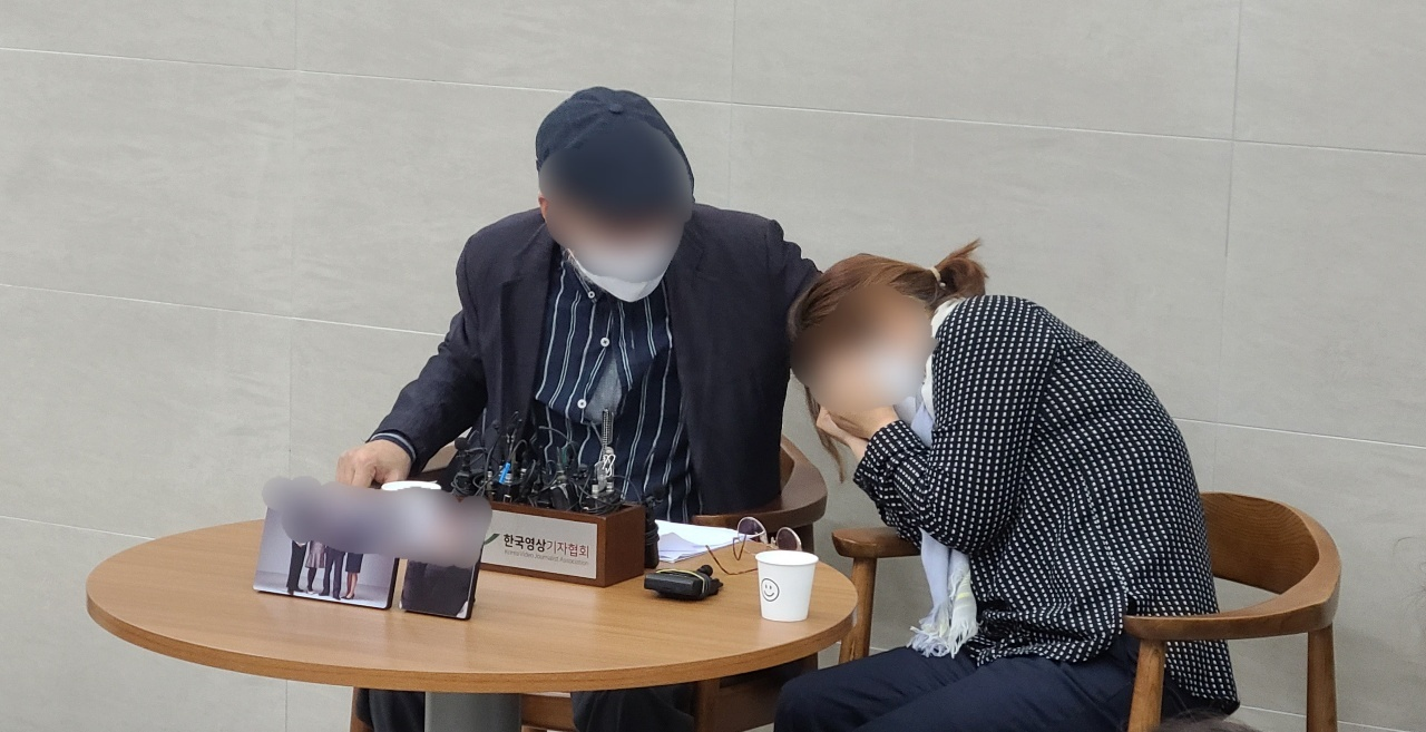 The family of an Air Force master sergeant who died by suicide after being sexually assaulted by a colleague holds a press conference at the Armed Forces Capital Hospital in Seongnam, Gyeonggi Province, Monday. (Choi Si-young/The Korea Herald)