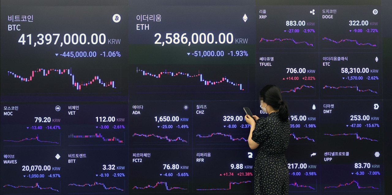 Bitcoin price is displayed on a digital screen operated by cryptocurrency exchange Upbit in Gangnam District, southern Seoul, on June 21. (Yonhap)