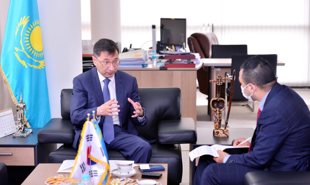 Bakyt Dyussenbayev, Kazakhstan's ambassador to Korea, speaks during an interview at his office in central Seoul on Friday. (Park Hyun-koo/The Korea Herald)