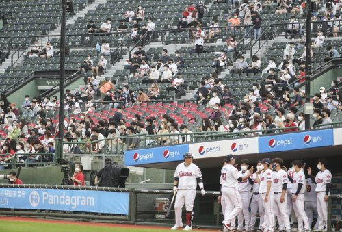 In this file photo from June 18, 2021, fans attend a Korea Baseball Organization regular season game between the home team Lotte Giants and the Samsung Lions at Sajik Stadium in Busan, 450 kilometers southeast of Seoul. (Yonhap)
