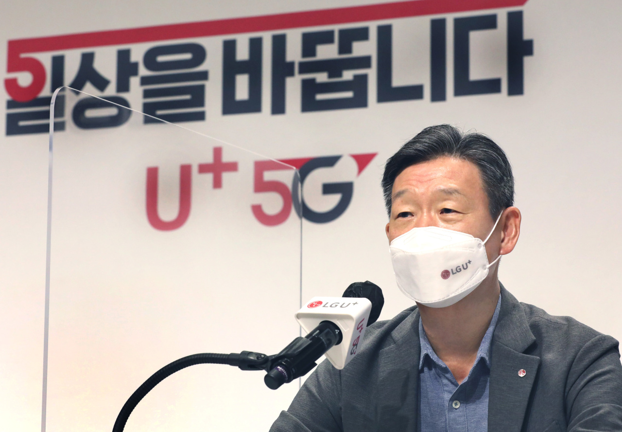 LG U+ CEO Hwang Hyeon-sik speaks during a press conference at the carrier's headquarters in Yongsan, central Seoul, Wednesday. (LG U+)