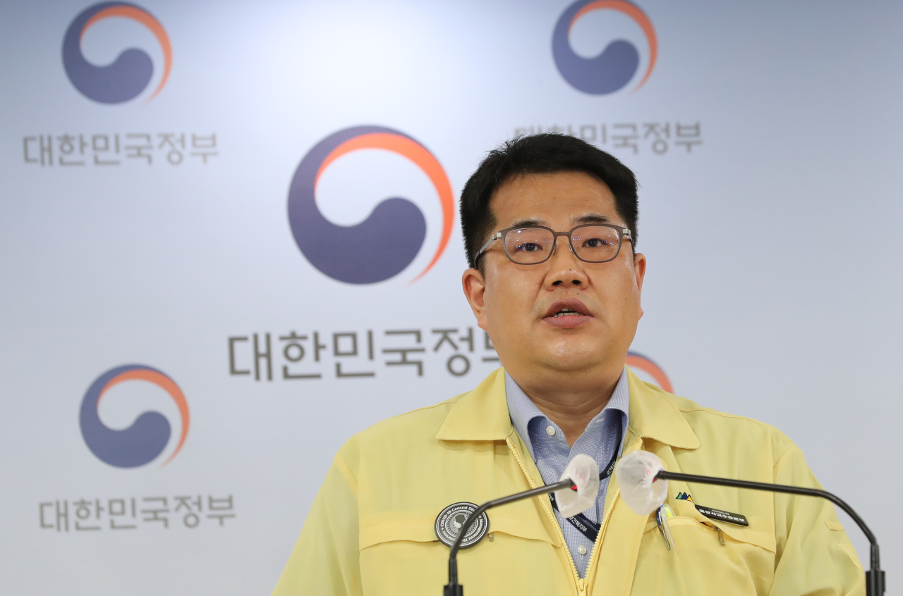 Son Young-rae, spokesperson for the Ministry of Health and Welfare, speaks to a news briefing. (Yonhap)