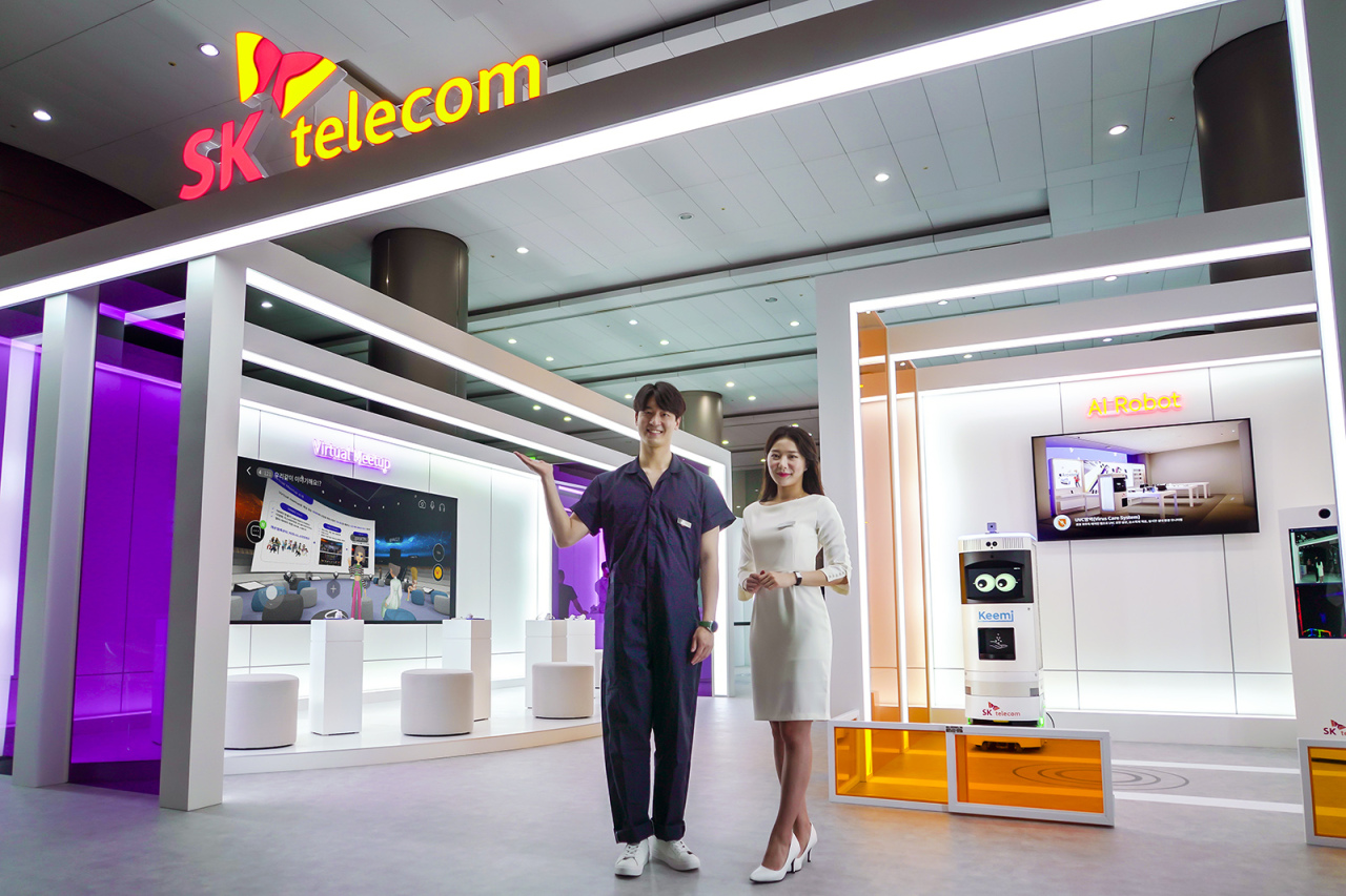 Models introduce SK Telecom's exhibition featuring SKT's future technology businesses, held at a 36,000-square-meter area at Coex, Friday. (Yonhap)
