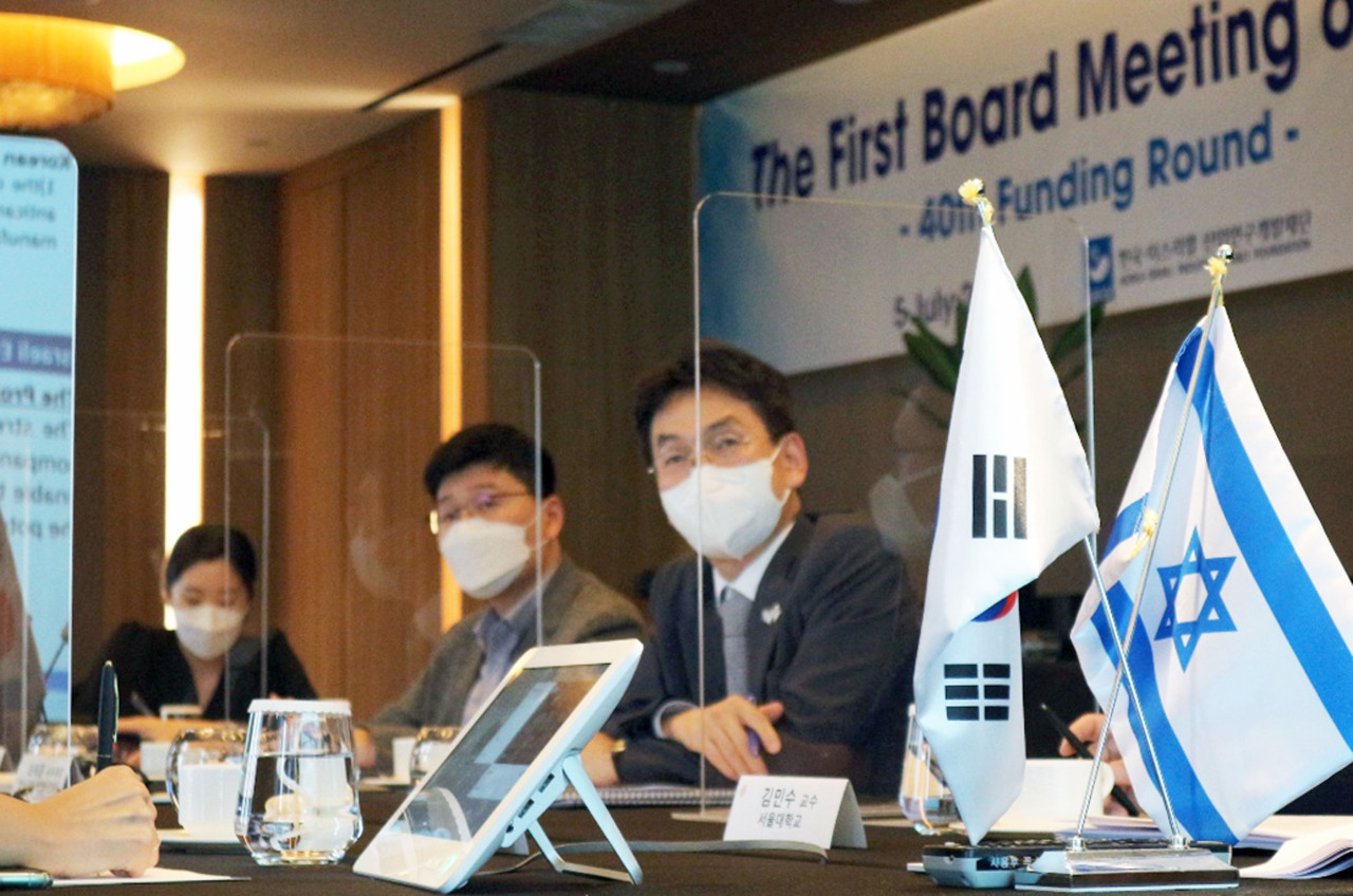 Representatives of the Ministry of Trade, Industry and Enegry attends a virtual board meeting of Korea-Israel Industrial R&D Foundation with Israeli counterpart at InterContinental Seoul Monday. (Yonhap)