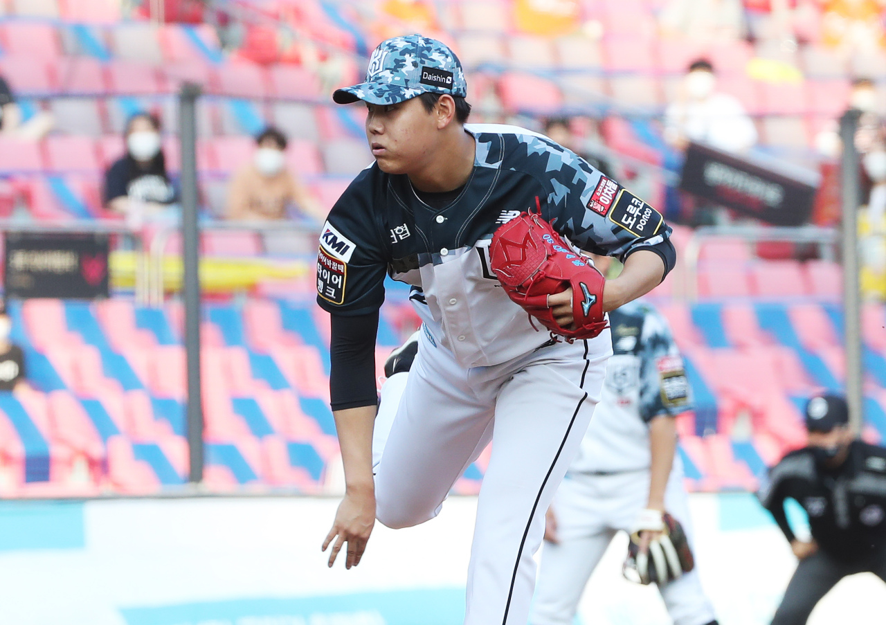 In this file photo from June 11, 2021, So Hyeong-jun of the KT Wiz pitches against the Hanwha Eagles in the top of the first inning of a Korea Baseball Organization regular season game at KT Wiz Park in Suwon, 45 kilometers south of Seoul. (Yonhap)