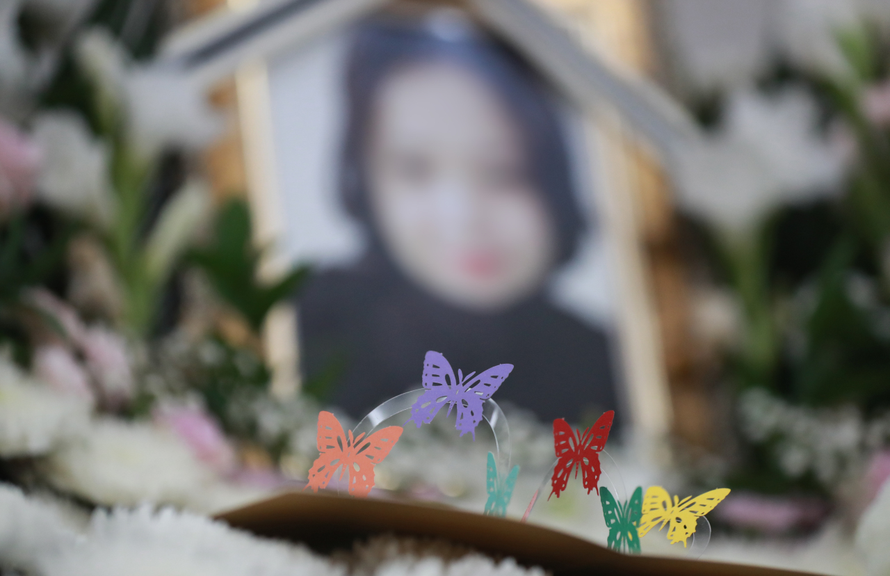 This photo, taken on Thursday, shows a memorial altar at a military hospital in Seongnam, south of Seoul, for a noncommissioned officer, surnamed Lee, who took her own life after being sexually harassed by a colleague. (Yonhap)