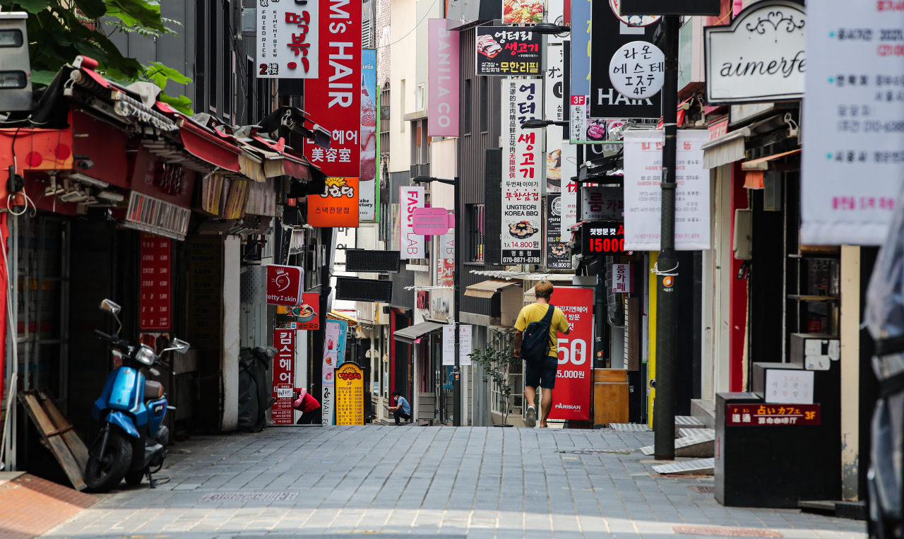 Myeong-dong, a typically busy tourist district in Seoul, appears nearly empty on Monday. (Yonhap)