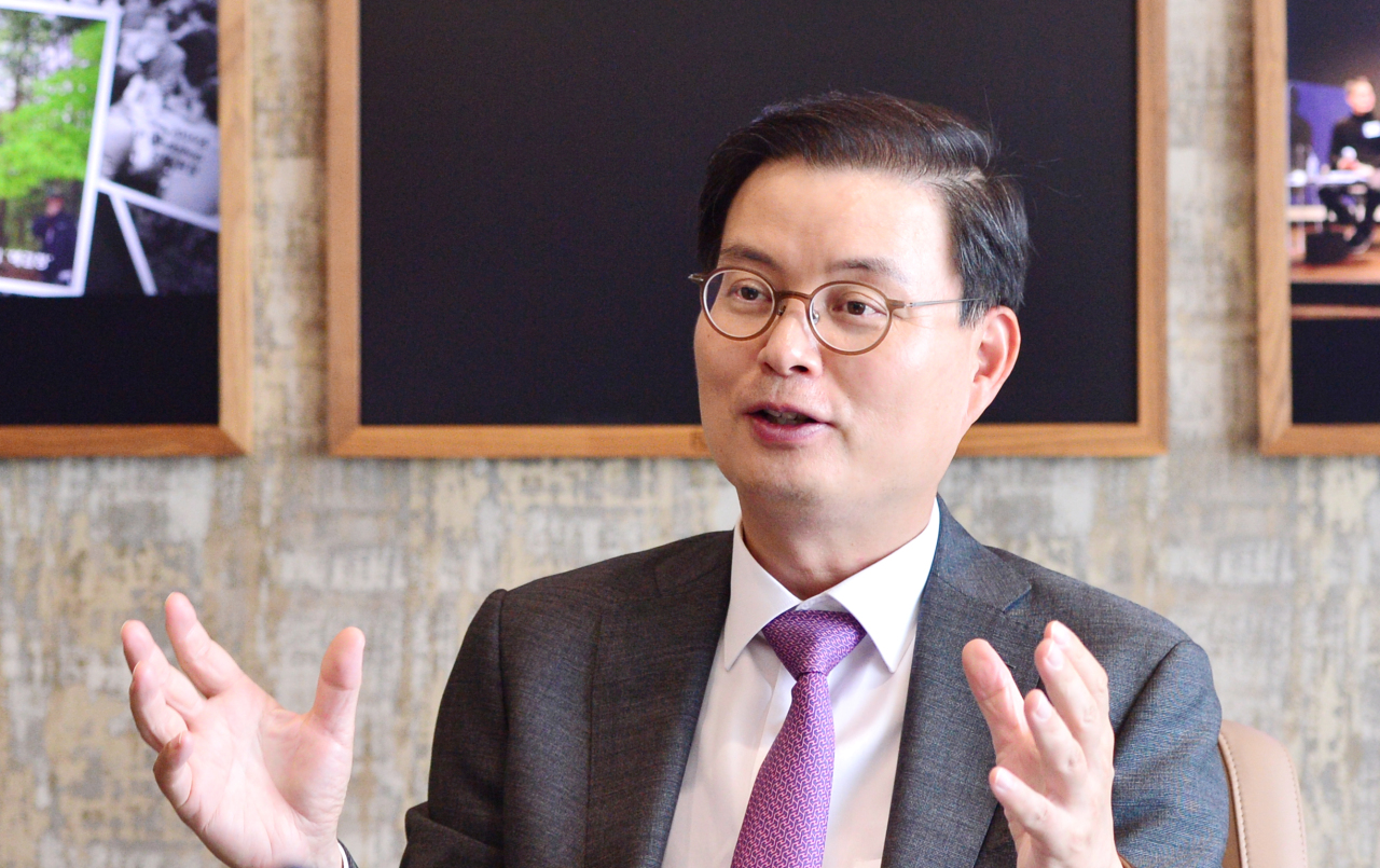 Yulchon Managing Partner Yoon Hee-woong speaks in an interview with The Korea Herald at the firm's headquarters in Seoul. (Park Hyun-koo/The Korea Herald)
