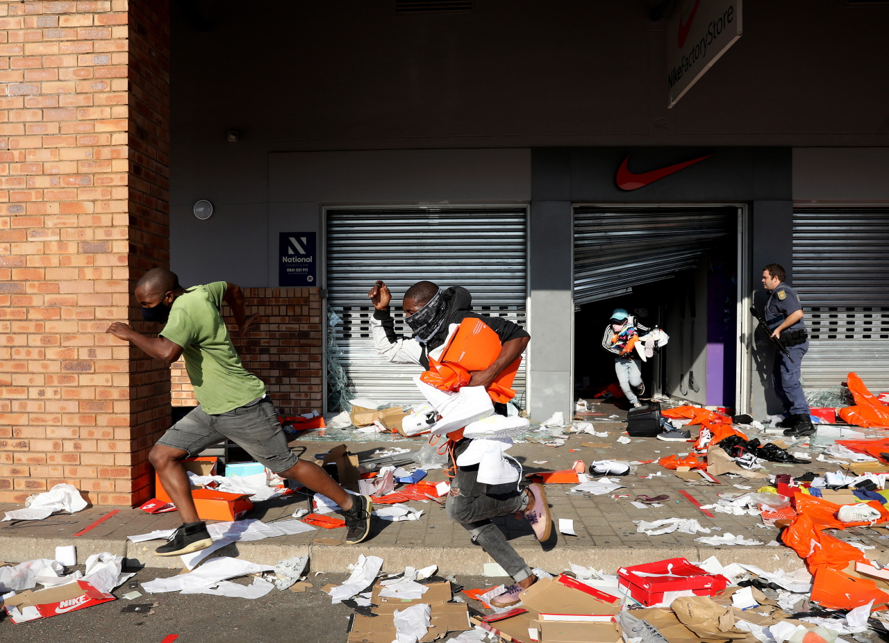This EPA photo shows looters emptying a store in the Springfield Value Centre during a protest in Durban, South Africa, on Monday. (Yonhap)