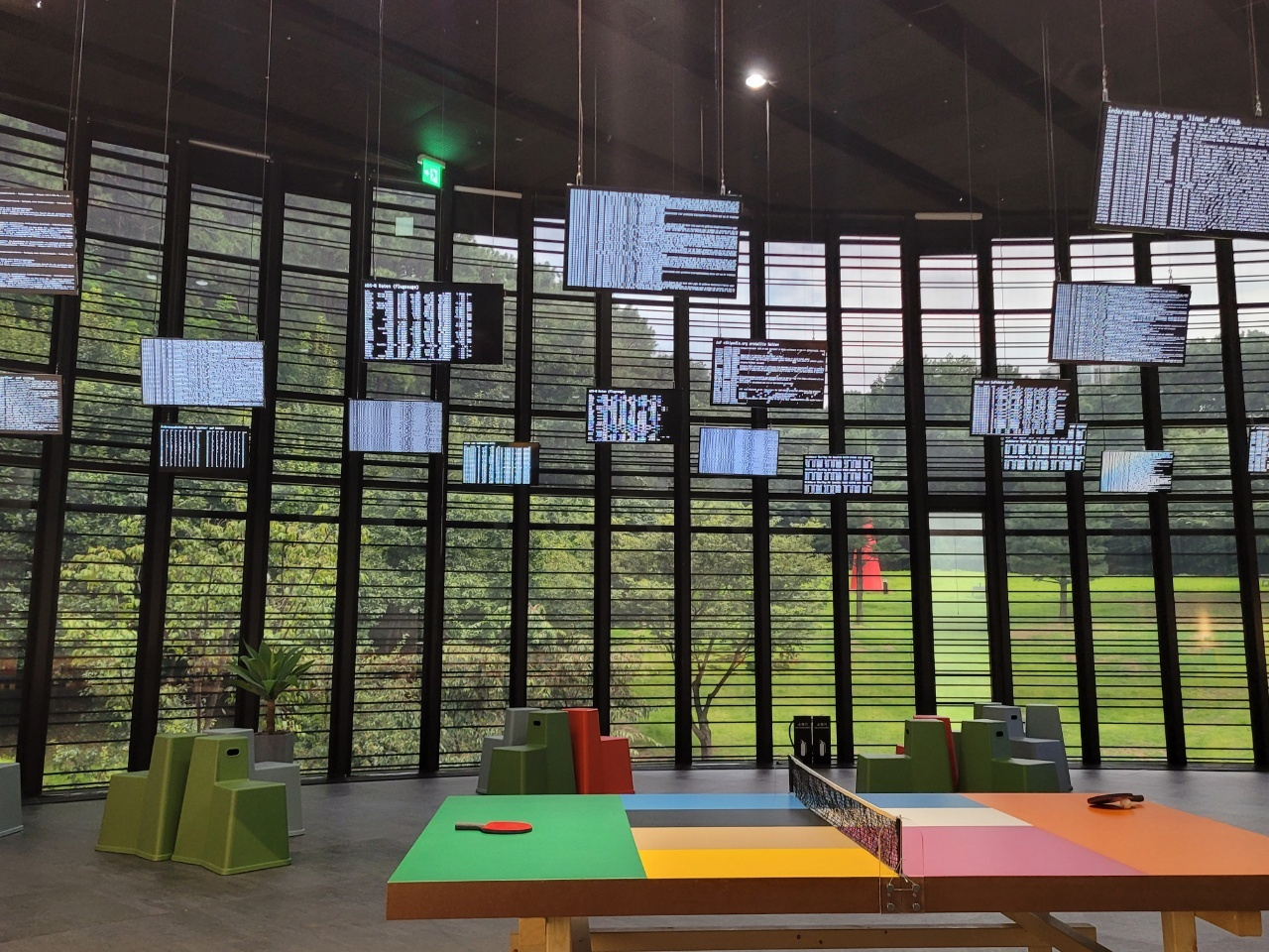 """An installation view of """"The World as a Field of Data"""" by Peter Weibel and Christian Loelkes (Park Yuna/The Korea Herald)"""