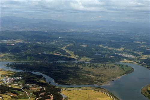 This photo provided by Gyeonggi Province shows the Demilitarized Zone dividing the two Koreas. (Gyeonggi Province)