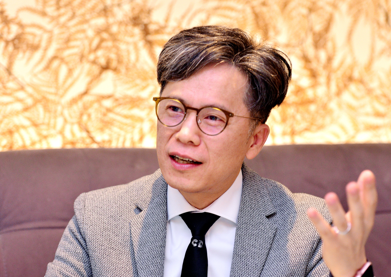 Hwang Weon-cheol, chief digital officer of the Digital Transformation Promotion Division at Woori Bank speaks during an interview on June 29. (Park Hyun-koo/The Korea Herald)