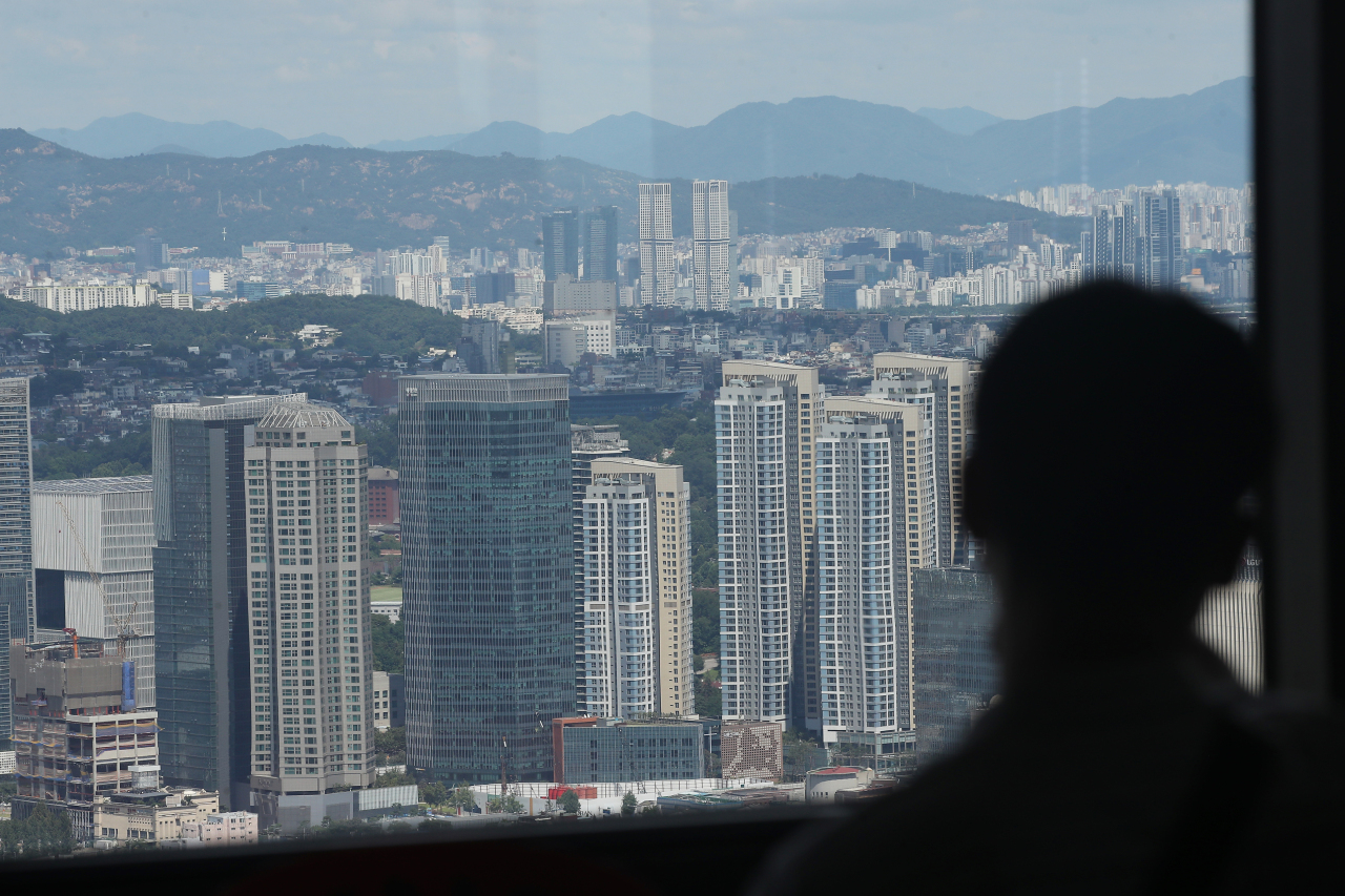 Apartment complexes are seen from 63 Square in Yeouido, Seoul.(Yonhap)