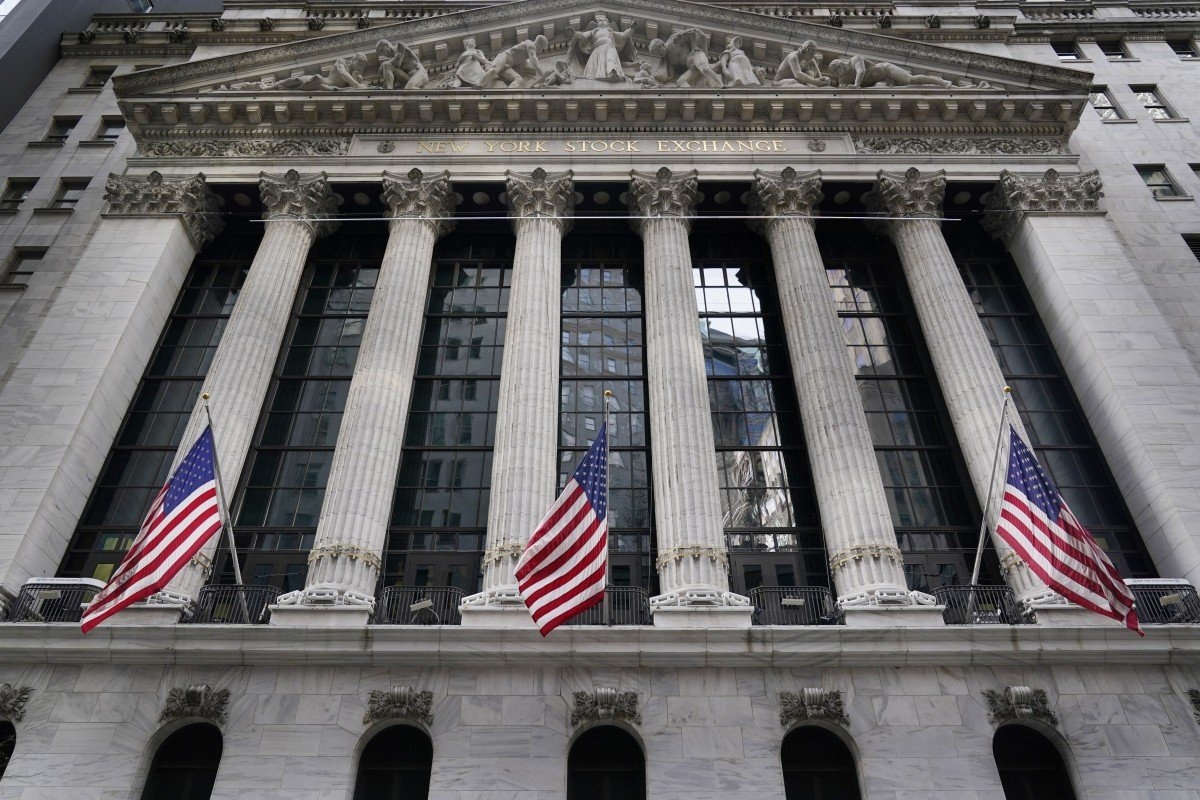 This undated AP photo shows the New York Stock Exchange. (AP-Yonhap)