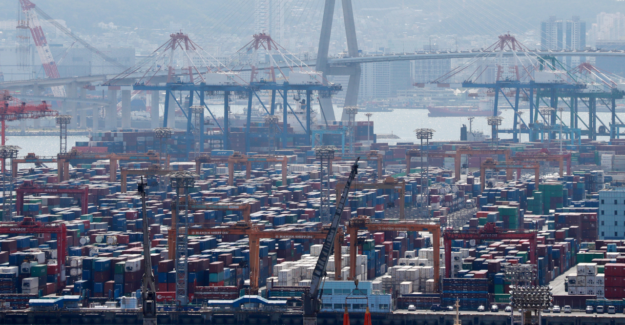 This file photo, taken June 1, 2021, shows ships carrying containers docking at a port in South Korea's southeastern city of Busan. (Yonhap)